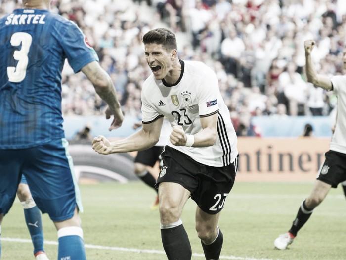 Mario Gomez completes Wolfsburg switch