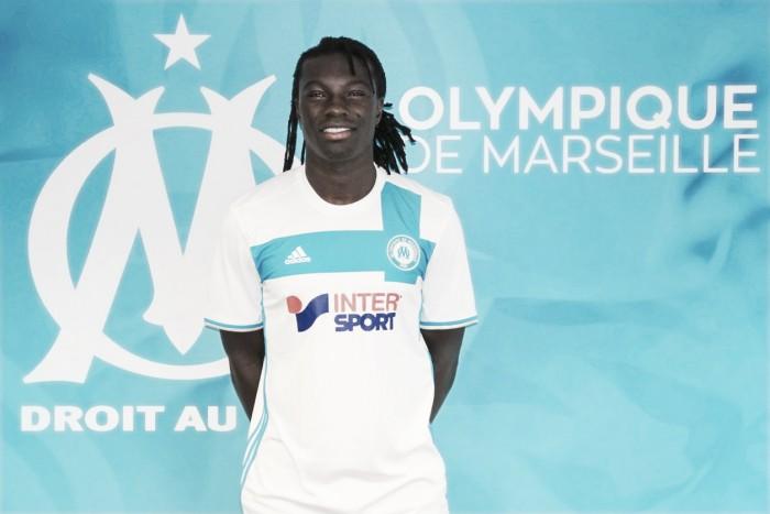 Bafetimbi Gomis completes Swansea City exit
