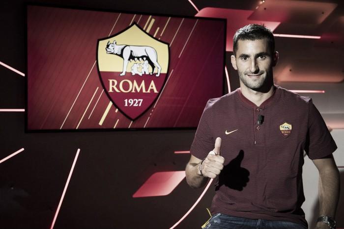 """Volante Gonalons deixa Lyon, assina com a Roma e projeta: """"Quero ganhar troféus aqui"""""""