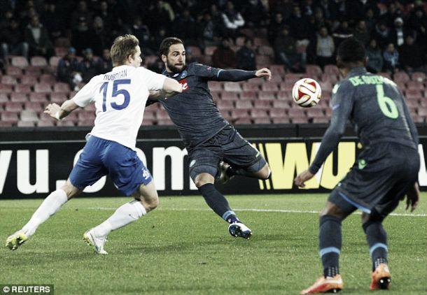 Liga Europa: Higuaín brilha e faz Napóles derrubar Moscovo