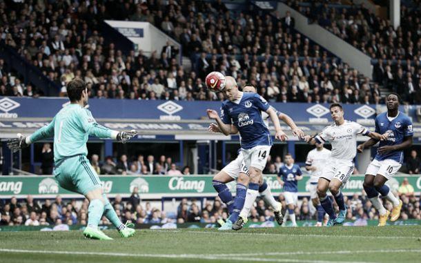 Everton agudiza crise: «Blues» de Mourinho perdem de novo na tarde de Naismith