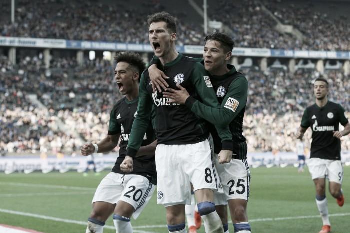 Schalke aproveita superioridade numérica e derrota Hertha fora de casa