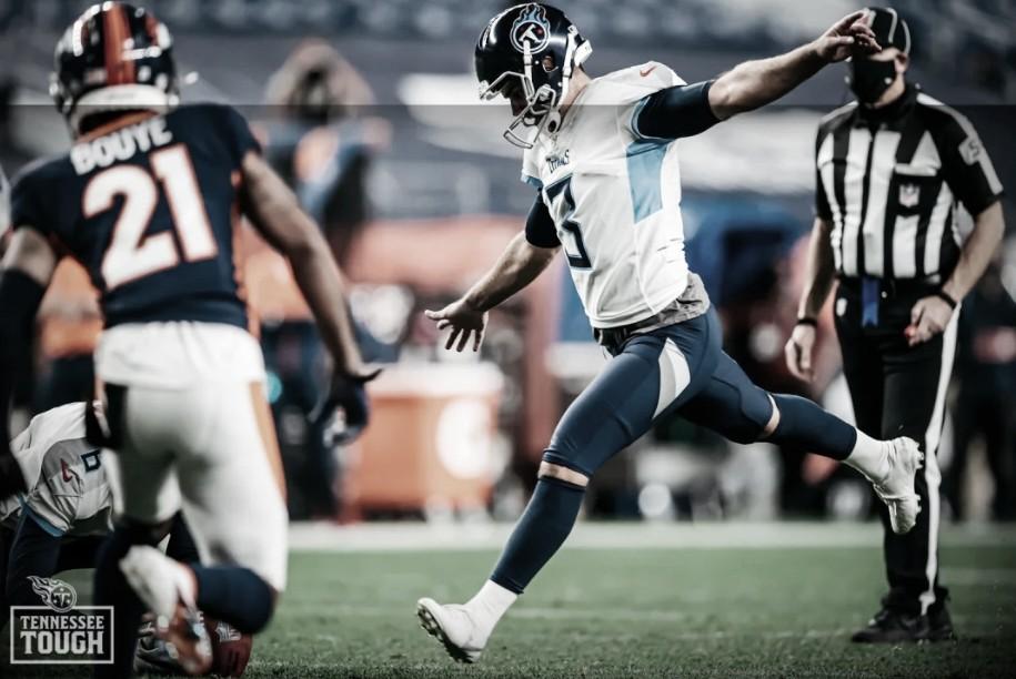 Gostkowski vai de vilão a herói, e Titans vencem Broncos no Monday Night Football