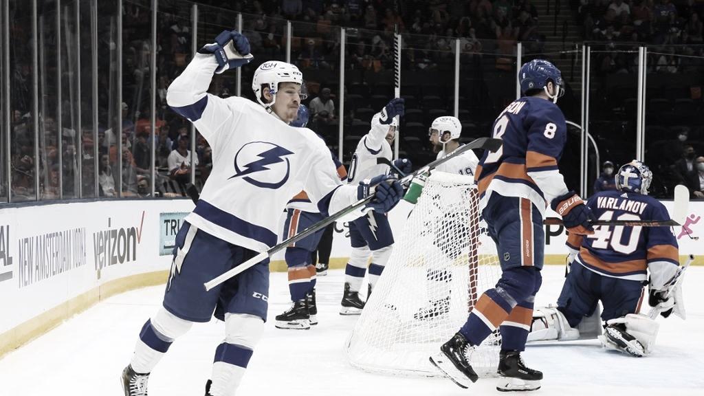 El Lightning toma el mando de la serie al ganar 2-1 de visita a los Islanders