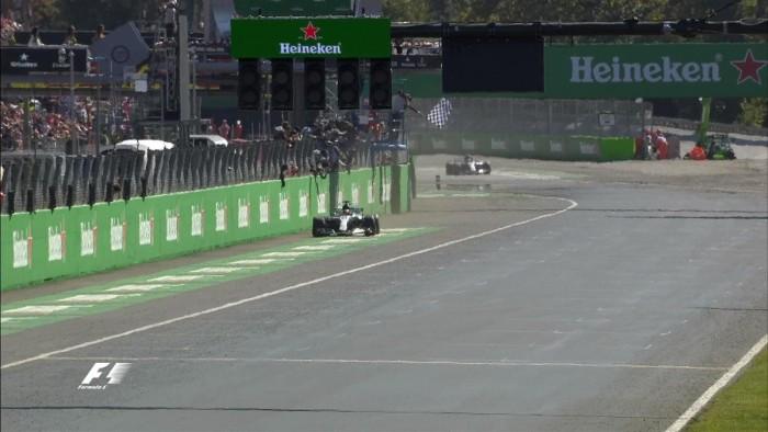 F1, GP Monza - Doppietta Mercedes, trionfo Hamilton. Vettel limita i danni