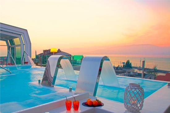 La riqueza termal de galicia for Hoteles en vigo con piscina
