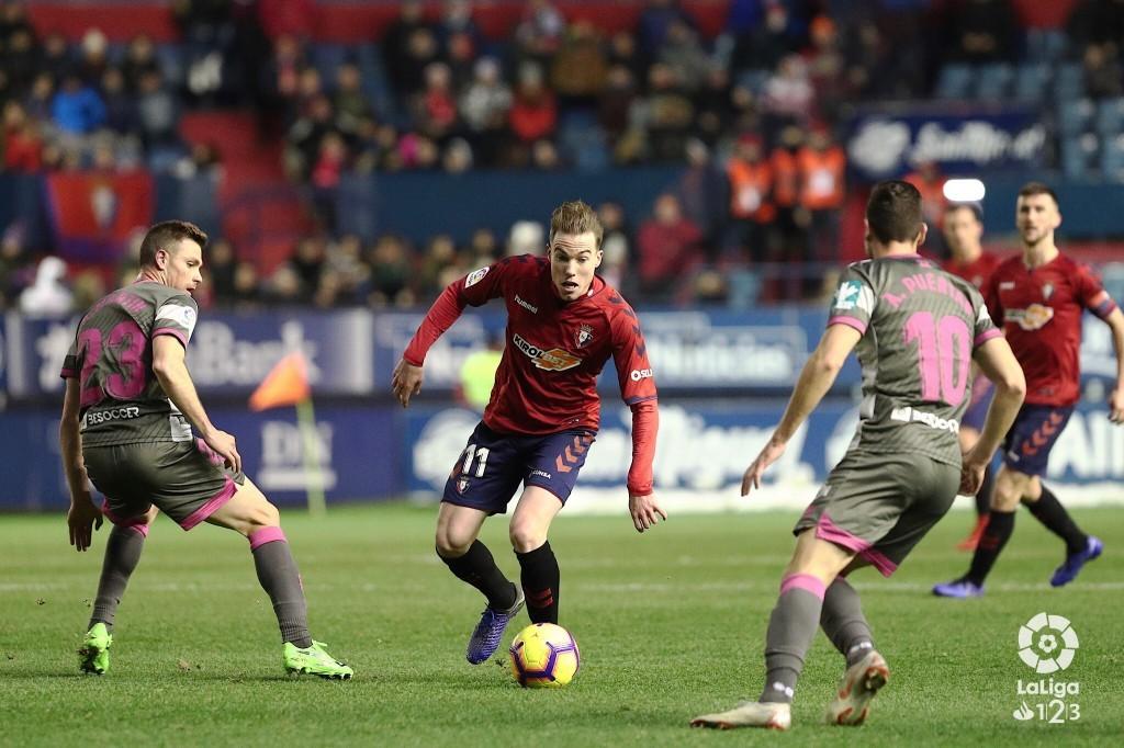 Tarde gris del líder Granada CF en Pamplona