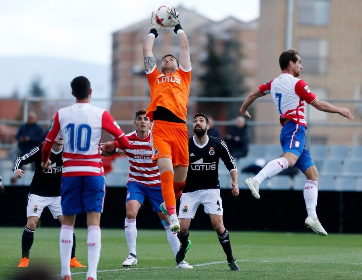 El Granada B rescata otro empate en casa contra el Linense