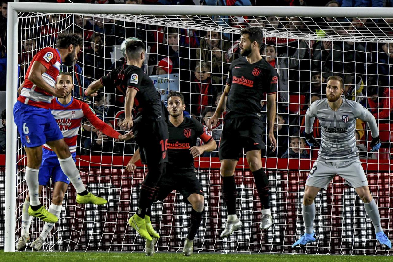 Un Granada CF aguerrido suma un punto de oro contra el Atleti