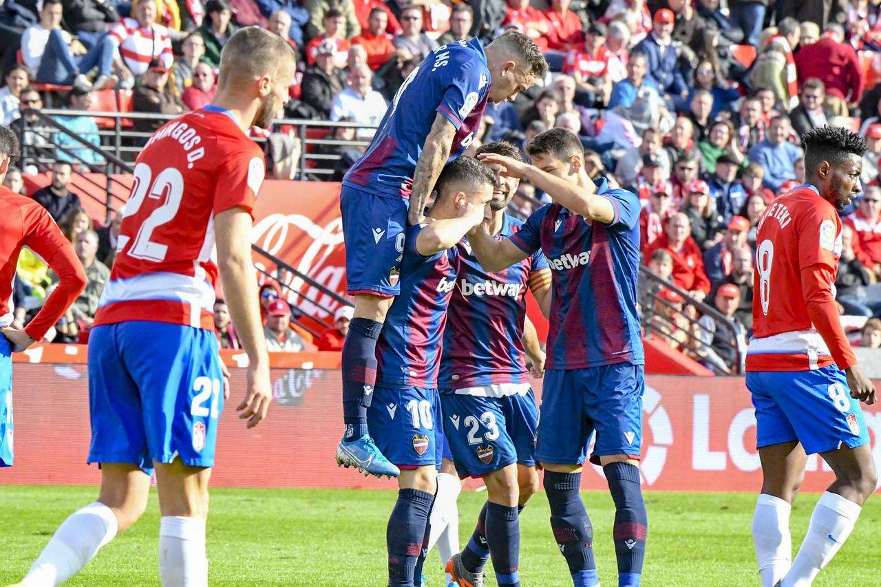 Rochina y Bardhi noquean al Granada CF en Los Cármenes