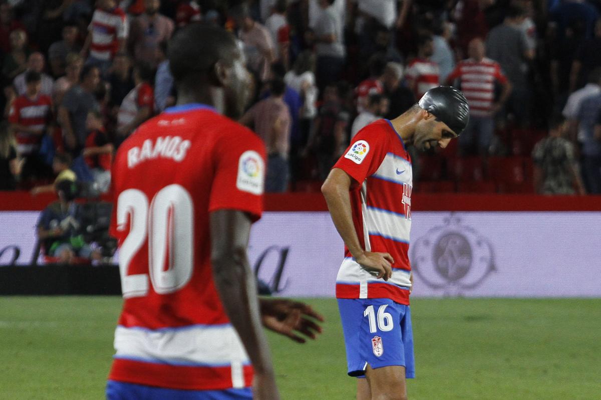 Un detalle lastra el estreno liguero del Granada CF en casa