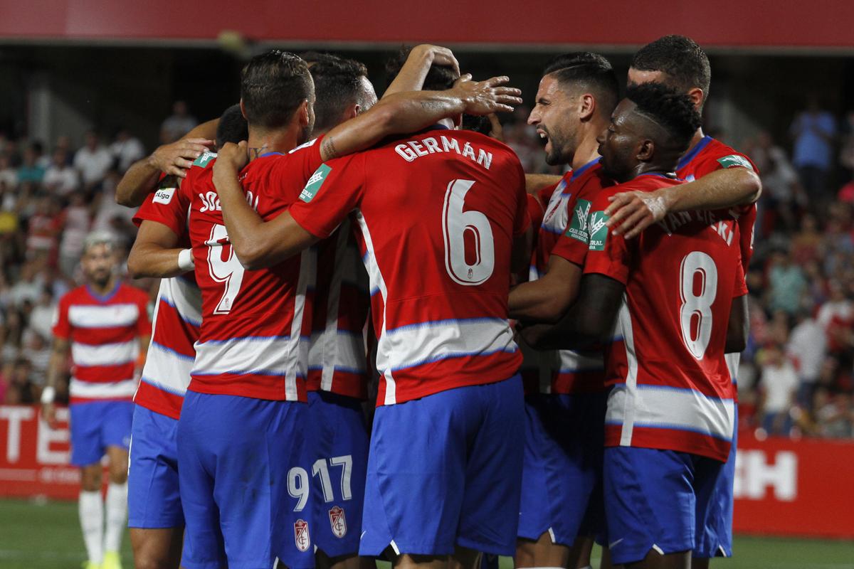 El Granada CF gusta y vence en su estreno en Los Cármenes