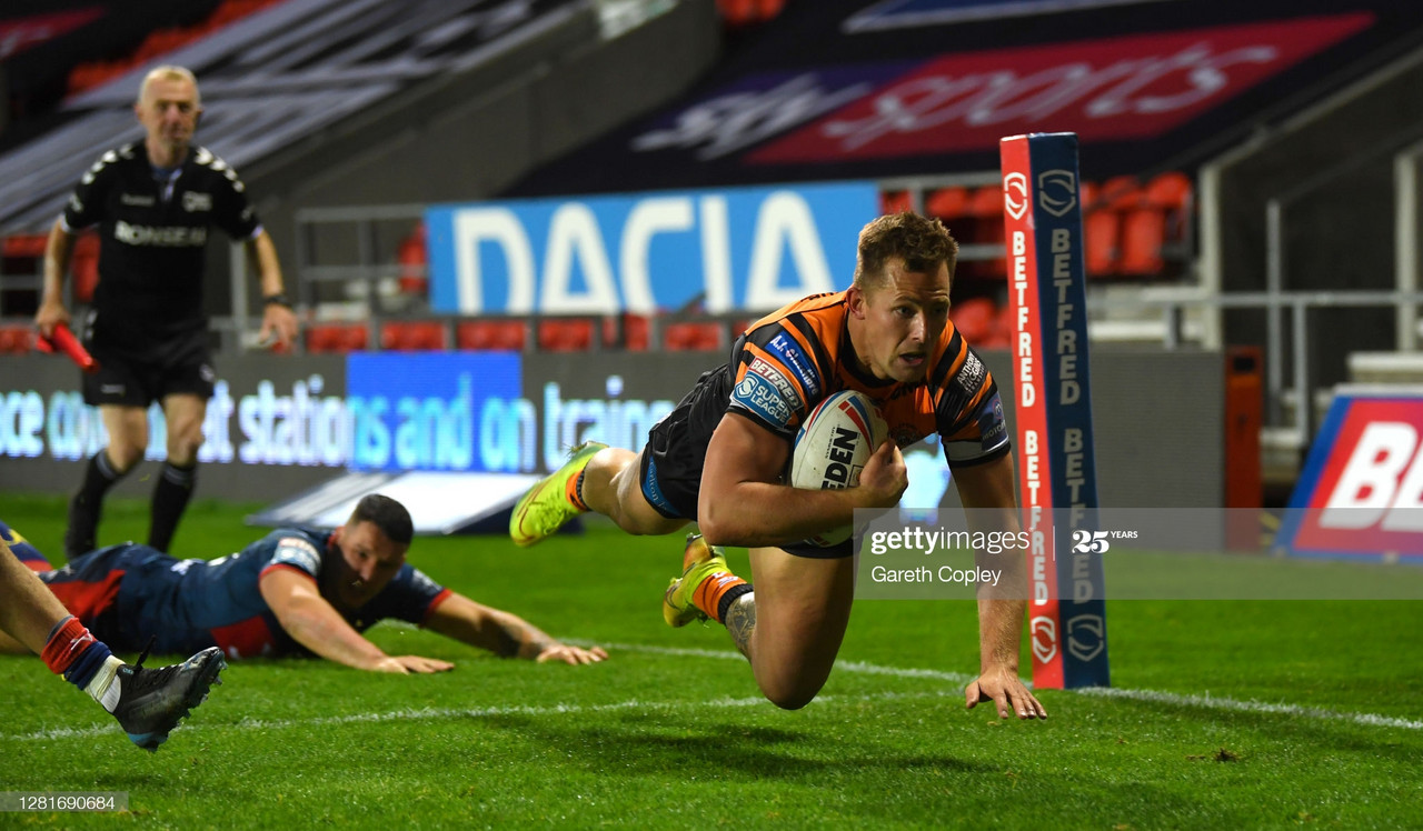 ST HELENS, ENGLAND - OCTOBER 22: Greg Eden of Castleford scores a second half try during the Betfred Super League match between Castleford Tigers and Hull Kingston Rovers at Totally Wicked Stadium on October 22, 2020 in St Helens, England.Sporting stadiums around the UK remain under strict restrictions due to the Coronavirus Pandemic as Government social distancing laws prohibit fans inside venues resulting in games being played behind closed doors. (Photo by Gareth Copley/Getty Images)