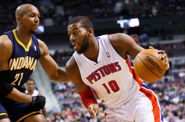 Greg Monroe Signs Qualifying Offer With Detroit Pistons