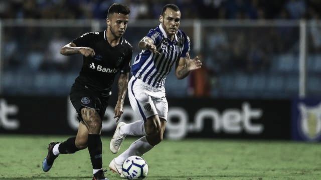 Avaí e Grêmio empatam na Ressacada e pontuam pela primeira vez no Brasileirão