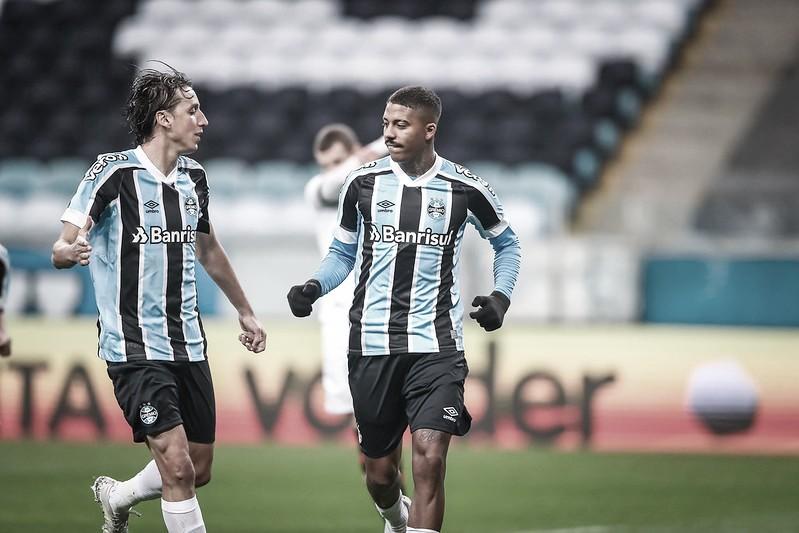 Grêmio joga para o gasto, bate Vitória e está nas quartas da Copa do Brasil