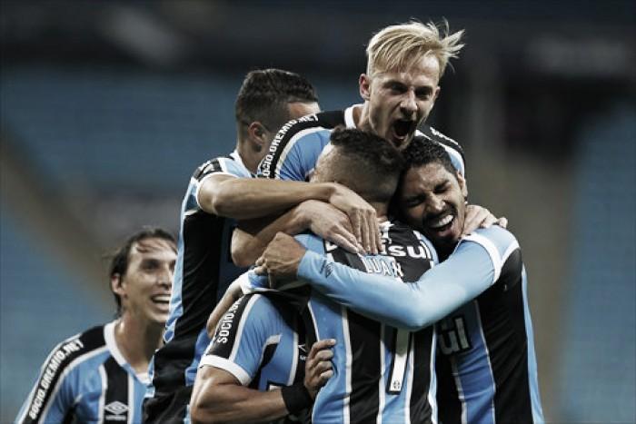 Luan marca golaço nos acréscimos, Grêmio vence Ponte Preta e cola na ponta do Brasileirão