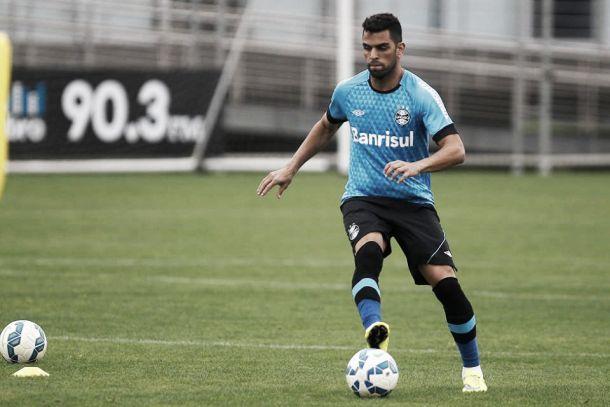 Priorizando permanência de Maicon, Grêmio pode negociar jogadores da base com São Paulo