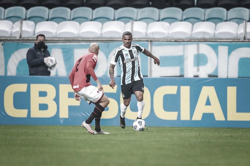 """Atlético-GO larga na frente, """"cozinha"""" Grêmio em Porto Alegre e aumenta crise no rival"""