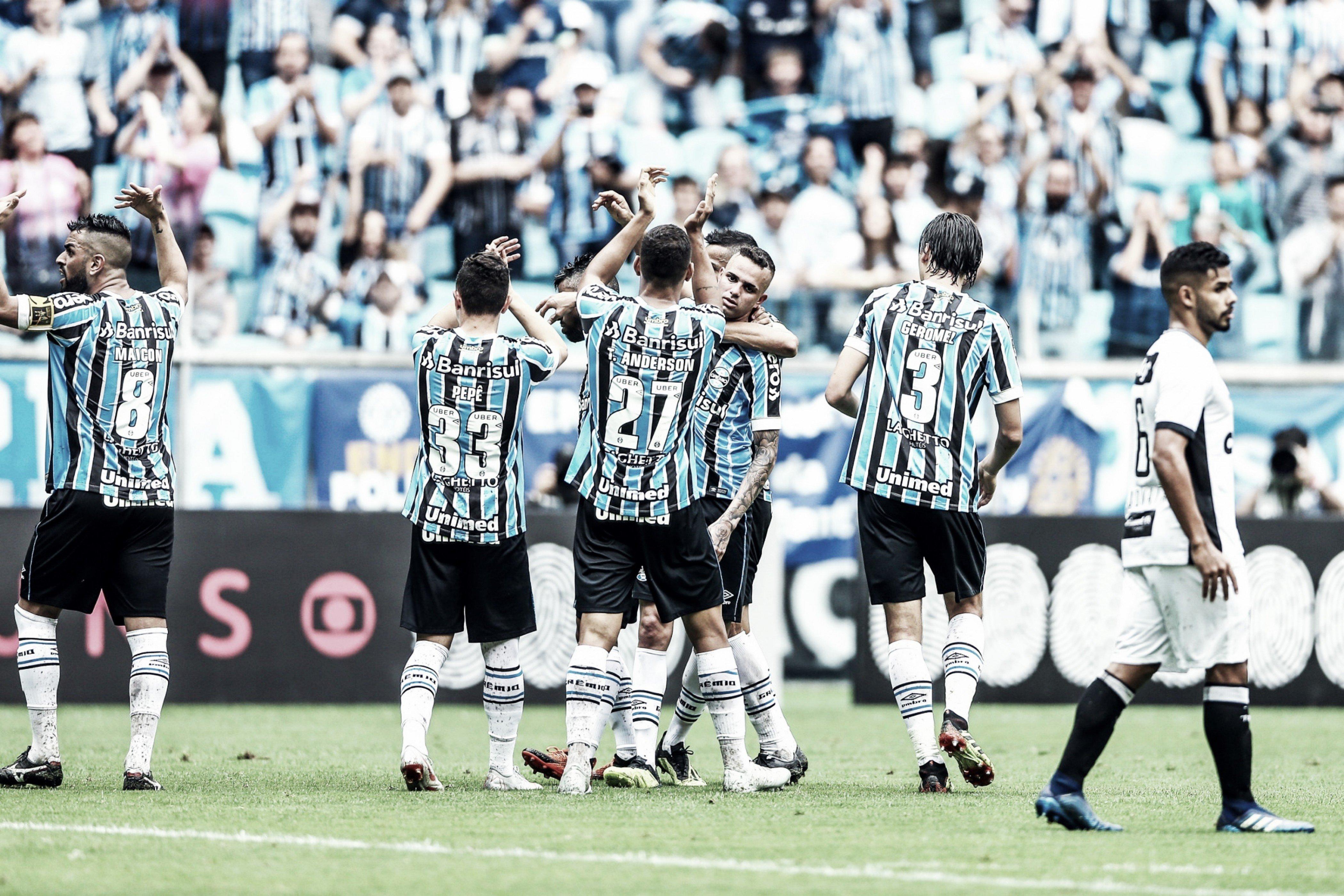 Grêmio sofre, mas bate Ceará em jogo eletrizante e sobe na tabela do Brasileirão