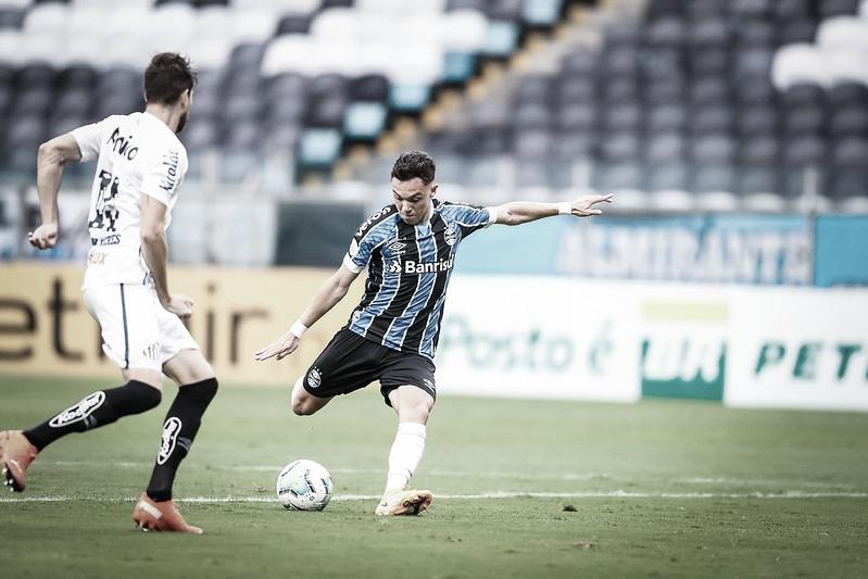 Em jogo de seis gols e três pênaltis, Santos arranca empate do Grêmio no fim