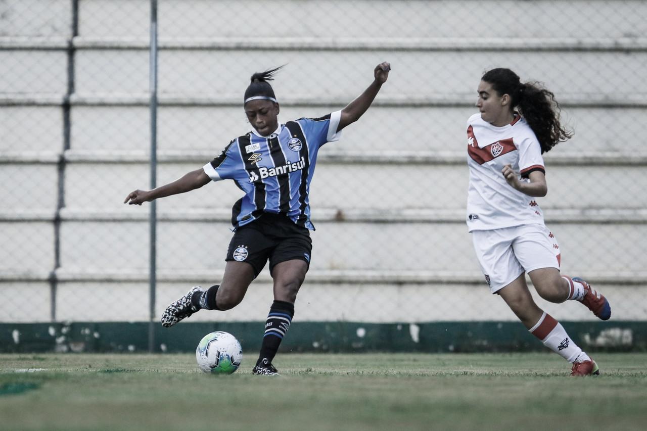 Com um gol em cada tempo, Grêmio vence Vitória pelo Brasileirão Feminino