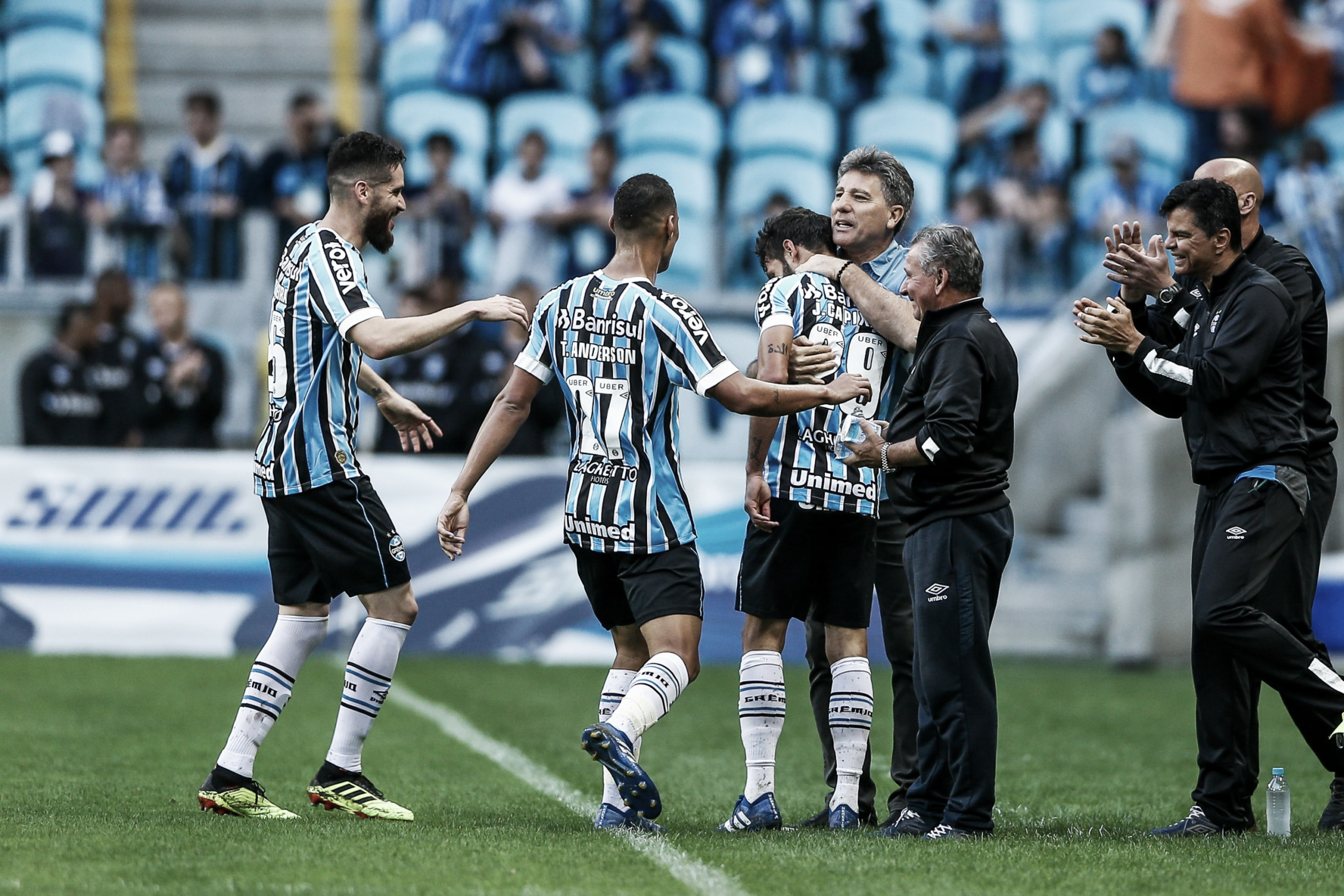 Em dia de festa pelo aniversário, Grêmio vence o Paraná com o time reserva
