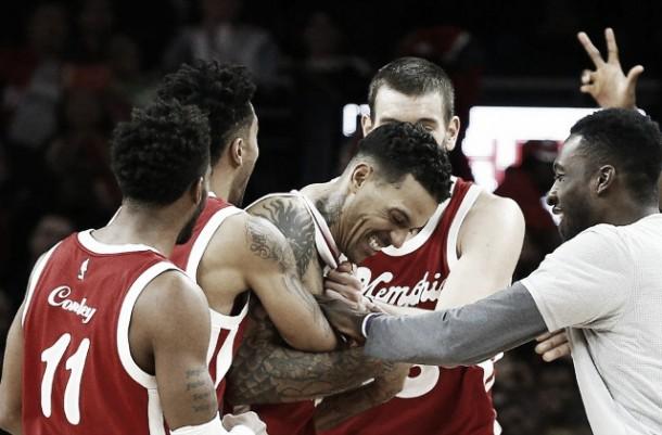 NBA: Charlotte abbatte Miami, colpi esterni di Houston e Memphis