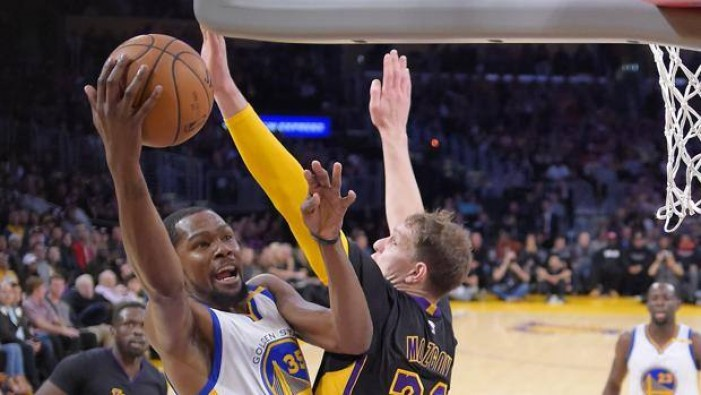 NBA - I Warriors bissano sui Lakers, Portland e Houston superano New Orleans e Sacramento