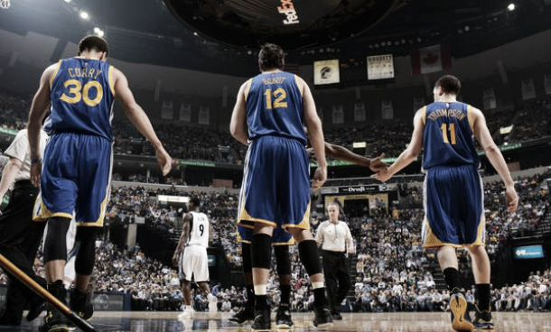 Com show de Curry,Warriors vencemGrizzlies fora de casa e empatam série