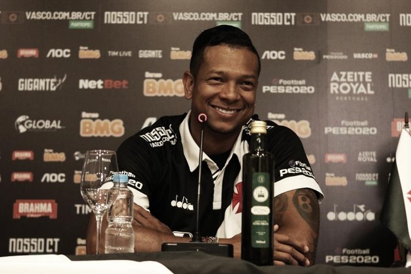 Guarín é apresentado oficialmente pelo Vasco e revela que Luxemburgo o convenceu