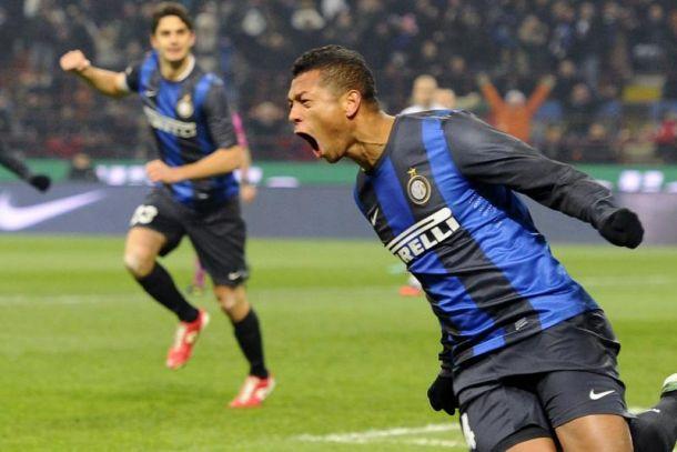 Guarin é especulado no Chelsea, mas afirma que prefere permanecer na Inter