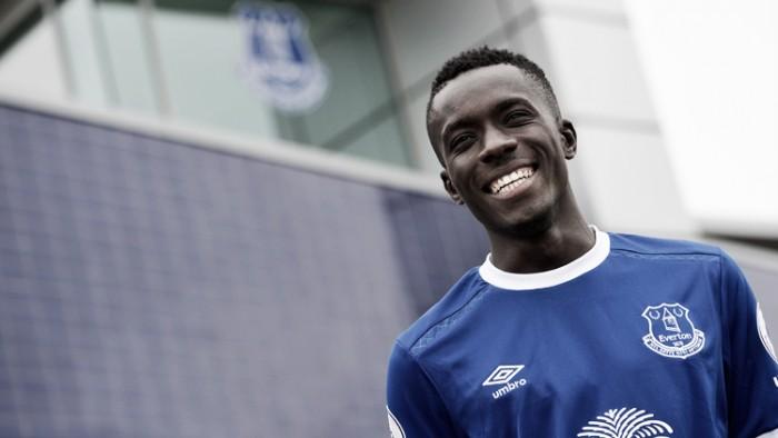 Everton confirma contratação de volante senegalês Gueye, ex-Aston Villa