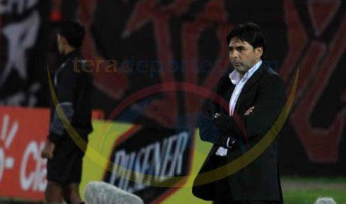 DT Guillermo Rivarola del Deportivo Cuenca no va más