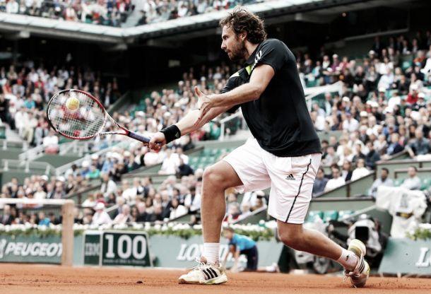 Gulbis vence Federer e avança às quartas de final de Roland Garros