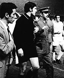 Serial Clásicos Real Madrid-F.C Barcelona en Copa: 1969-70 - Guruceta se autoinvitó a la fiesta