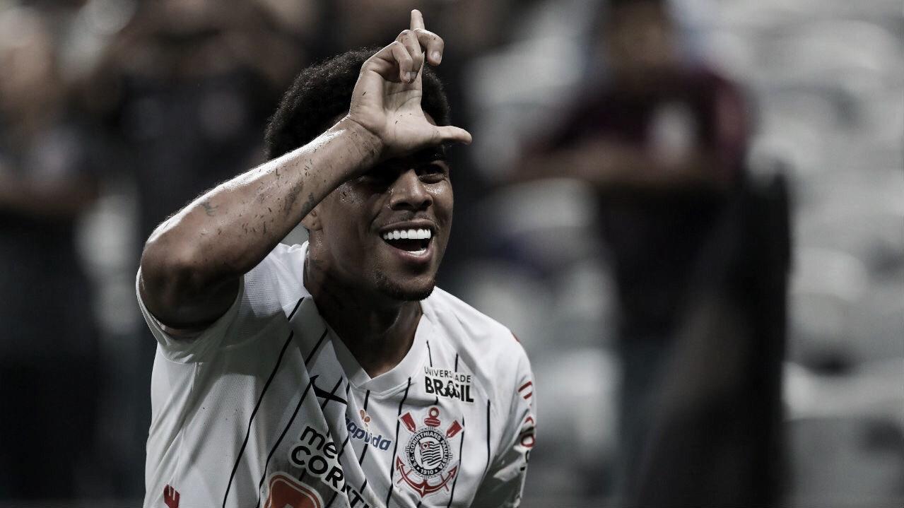 Sem sustos, Corinthians atropela Avaí e se mantém no G-8