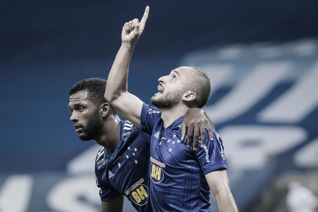 Em estreia do técnico Ney Franco, Cruzeiro usa pressão no ataque para vencer Vitória