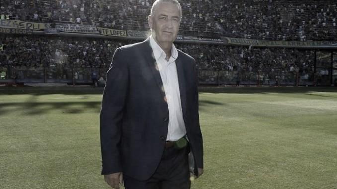 """Gustavo Alfaro: """"Sigo si sigue Burdisso"""""""