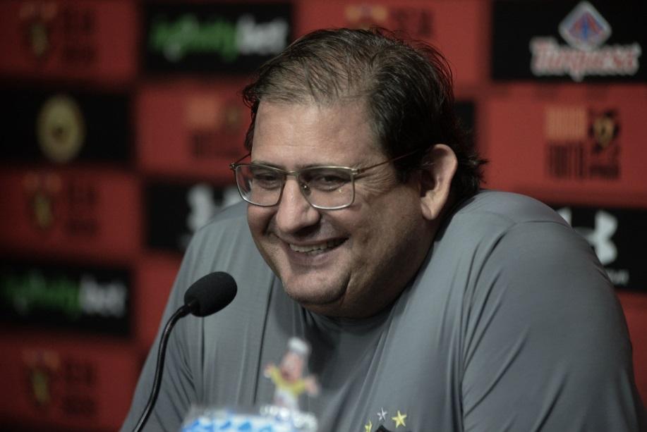 """Após vitória, Guto destaca defesa do Sport: """"Aprendendo asofrer"""""""