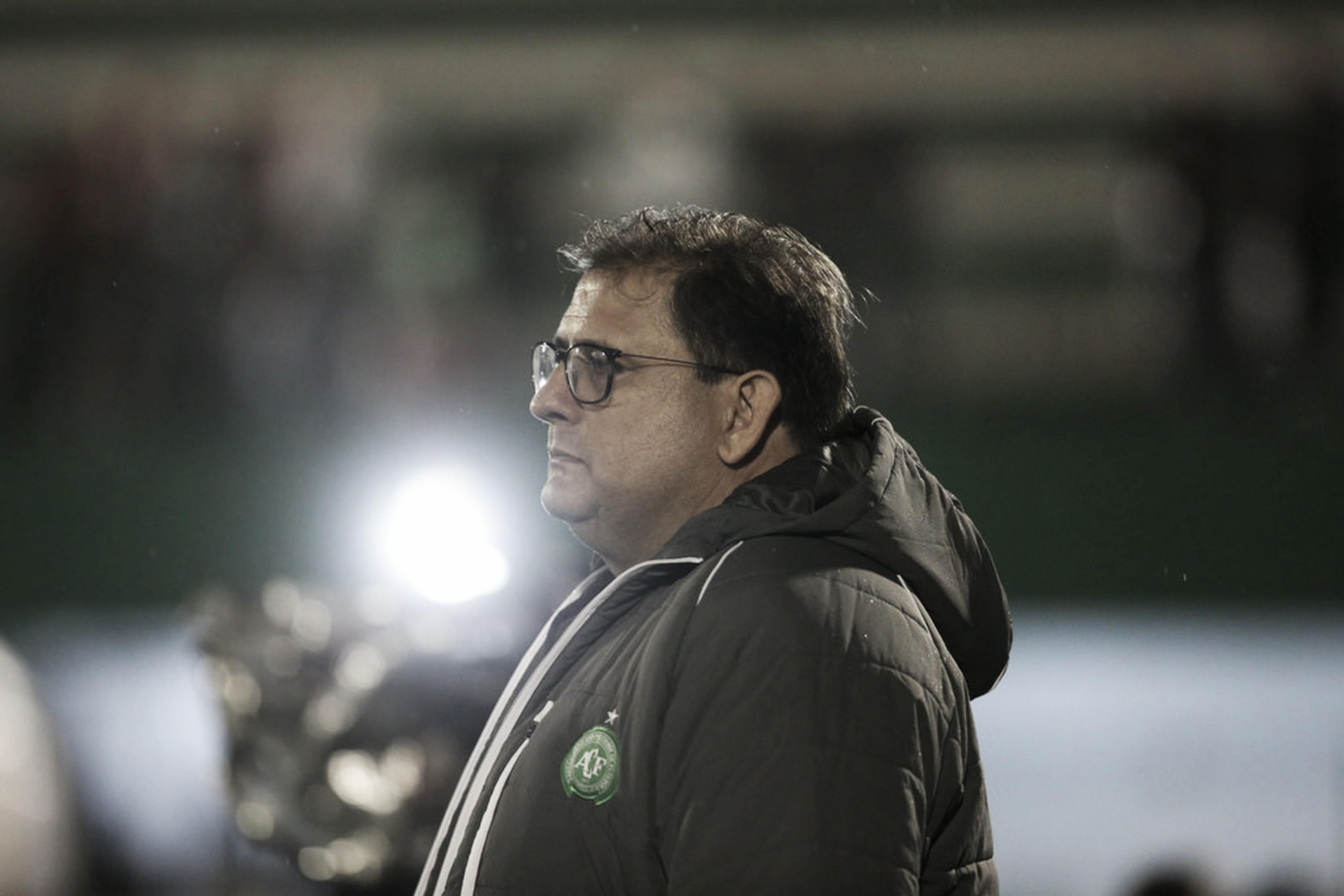 Aliviado, Guto Ferreira celebra vitória sobre Atlético-PR e exalta povo de Chapecó: ''É fantástico''