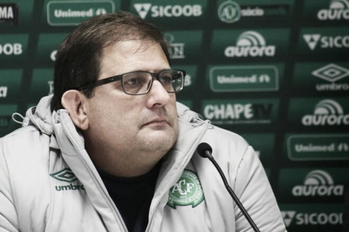 """Após nova derrota, Guto Ferreira busca reação da Chapecoense: """"Temos que olhar para frente"""""""