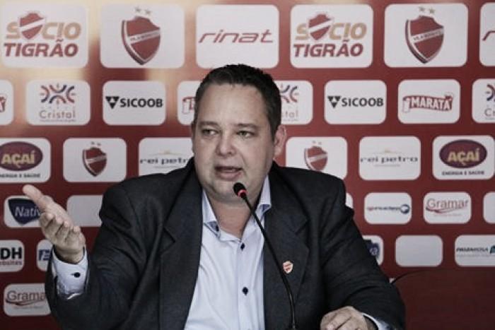 """Gutemberg Veronez renuncia à presidência do Vila Nova: """"Briguei o quanto pude"""""""