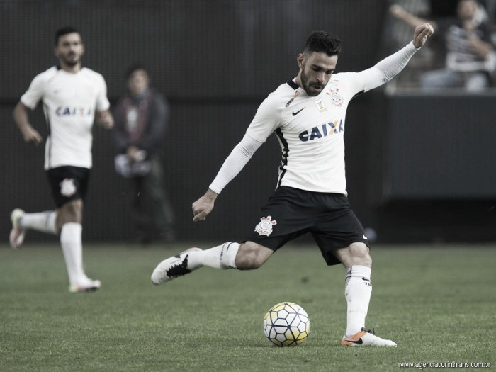 """Perto de renovação, Bruno Henrique revela desejo em ficar no Corinthians: """"Quero permanecer"""""""