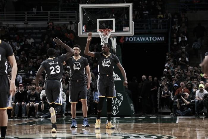 NBA, Warriors in volata a Milwaukee. Phila batte i Suns