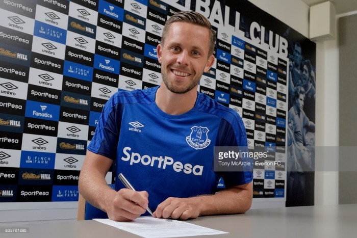 Everton confirm signing of Gylfi Sigurdsson for club-record fee
