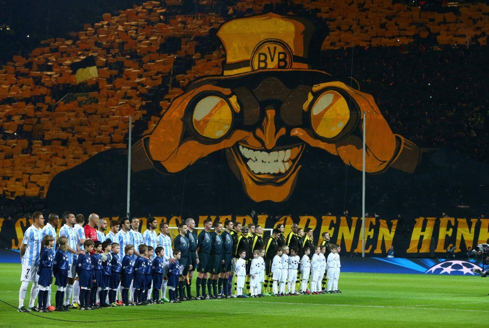 Torcida do Dortmund dá show na Alemaha (foto: elpais.com)