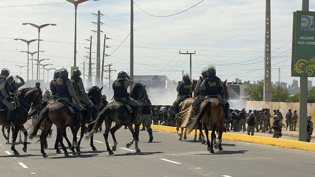 Cavalaria partiu para cima de manifestantes em Fortaleza