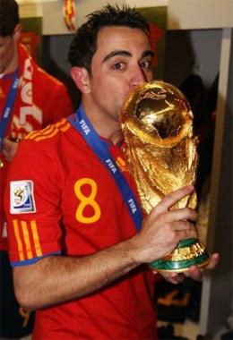 Con la Copa del Mundo conseguida en Sudáfrica en 2010 (Fuente: Mi visión del fútbol).
