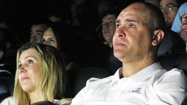 Ao lado da mulher, Sônia, ex-goleiro Marcos acompanha seu filme